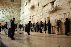 rezando-en-el-muro-occidental-praying-on-the-western-wall_6418026173_o